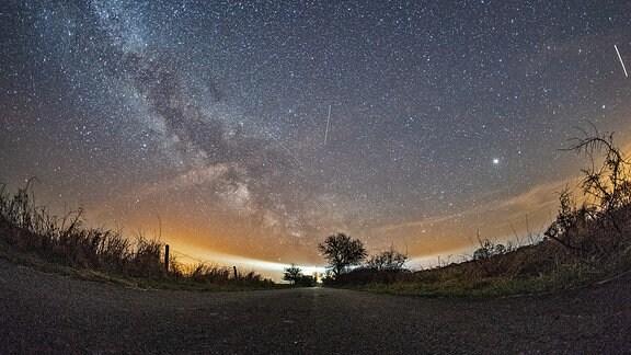 Die Milchstraße während des Lyriden Meteorschauers.