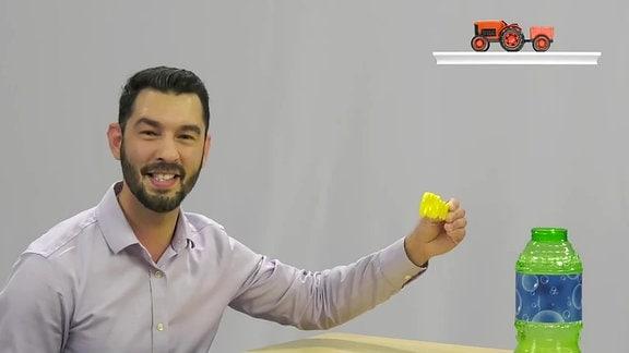 Mann macht Seifenblasen