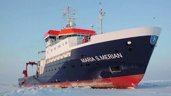 Foroschungsschiff Maria S. Merian im Eis