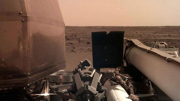Marssonde Insight auf der Oberfläche des Mars.