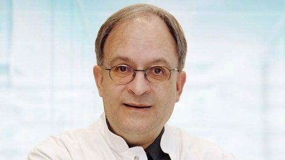 Porträt: Mann mit Brille