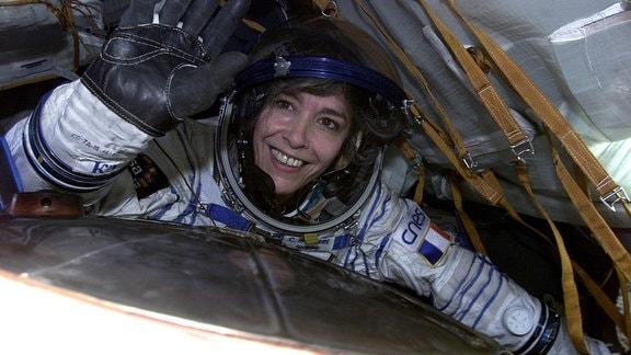 Die Astronautin Claudie Haigneré im Raumanzug