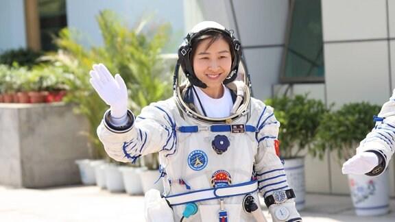 Taikonautin Liu Yang im chinesischen Raumfahrzentrum in Jiuquan.