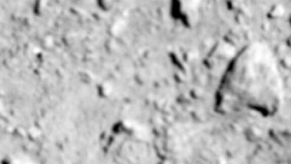 Die Oberfläche des Asteroiden Ryugu vor der Sprengung.