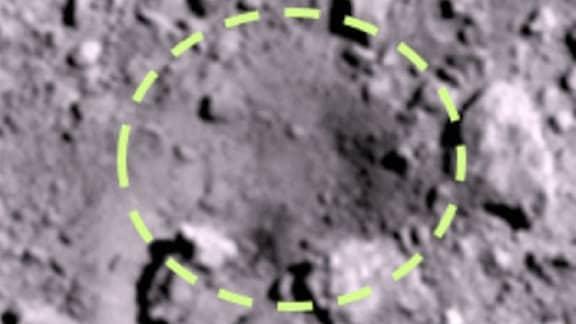 Die Oberfläche des Asteroiden Ryugu nach der Sprengung.