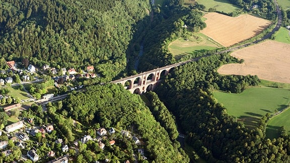 Steinerne Bogenbrücke in Thüringen.