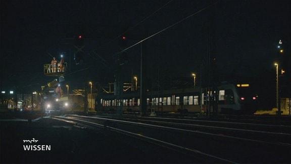 Bahn bei Nacht