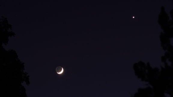 26. April beim Rendezvous von Mond Venus