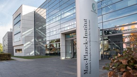 Außenansicht vom Max-Planck-Institut für Dynamik komplexer technischer Systeme in Magdeburg.