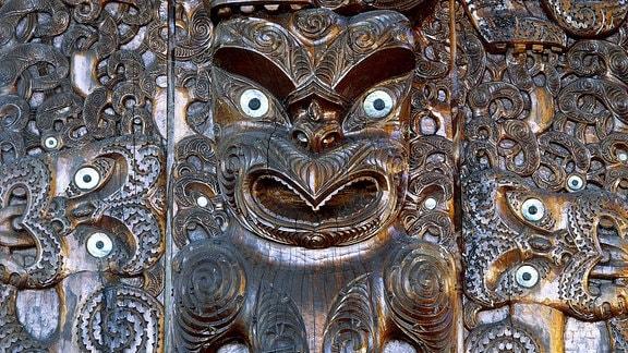 Mythische Holzschnitzerei der Maori Neuseeland