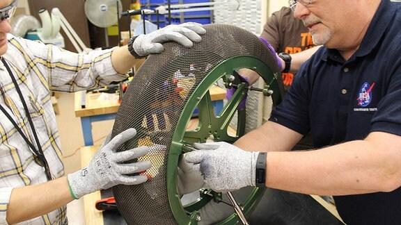 NASA Glenn Research Center - das Rad, das sich an seine Form erinnert