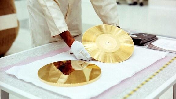 Fertig: Goldene Schallplatte und Hülle