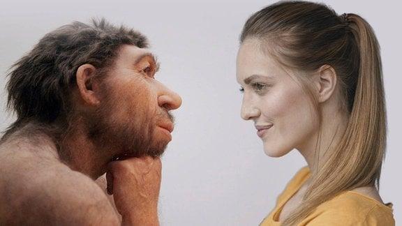 Profil-Porträts eines männlichen Neandertalers (Modell) und einer modernen Frau: Neandertaler mit breitem Kopf, Stirnwulst, großer Nase und hervorstehendem Mund; Frau mit zarteren Gesichtszpgen und dunkelblonde Haare zum Pferdeschwanz zusammengebunden. Neandertaler stützt Kopf auf Faust, Frau blickt leicht nach vorn-unten.