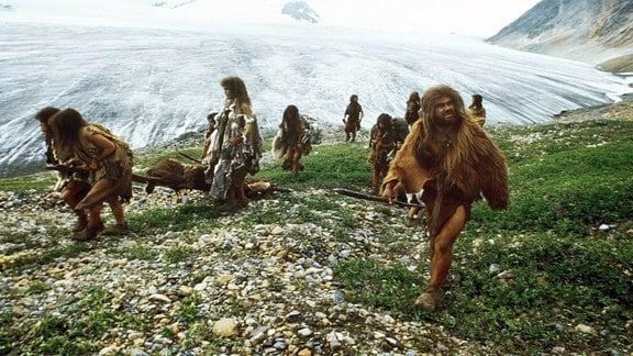 Gruppe von Neanderthalern in der Eiszeit