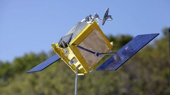 Modell des OneWeb-Satelliten