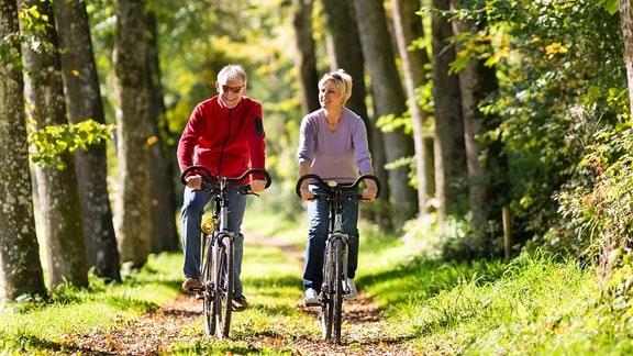 Paar beim Radfahren