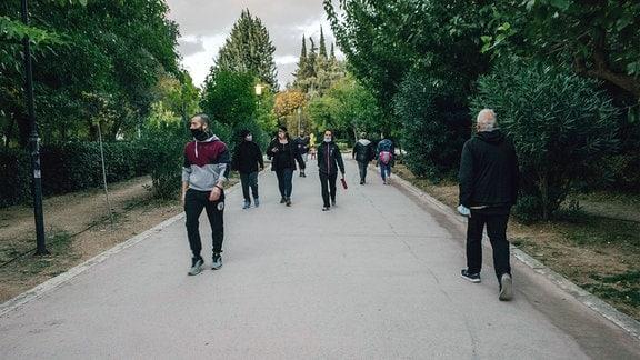 Menschen in einem Park.
