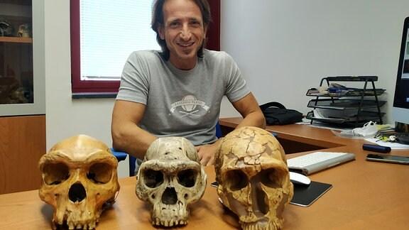 Der Paläontologe Pasquale Raia