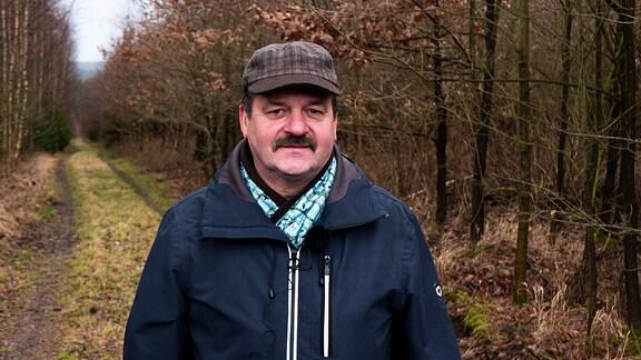 Im Bild ist der Professor für Waldschutz, Michael Müller zu sehen. Er lehrt und forscht an der TU Dresden.