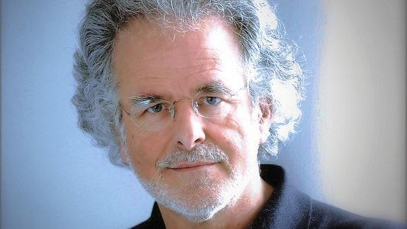 Der Schmerzforscher Walter Zieglgänsberger im Porträt.
