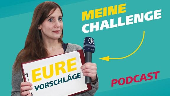 """Titelfoto der Podcastfolge """"Meine Challenge - Eure Vorschläge"""". Podcastreporterin Daniela Schmidt hält ein weißes Blatt Papier und ein Mikrofon vor sich."""