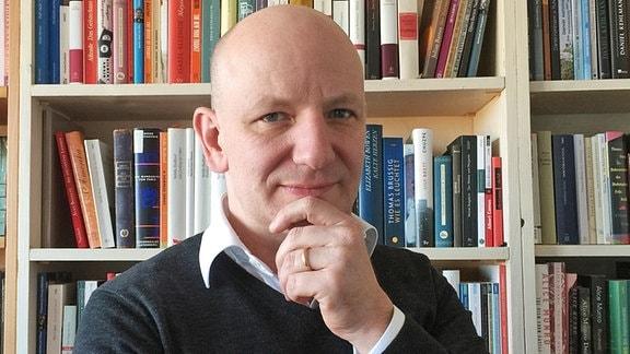 Prof. Oliver Decker