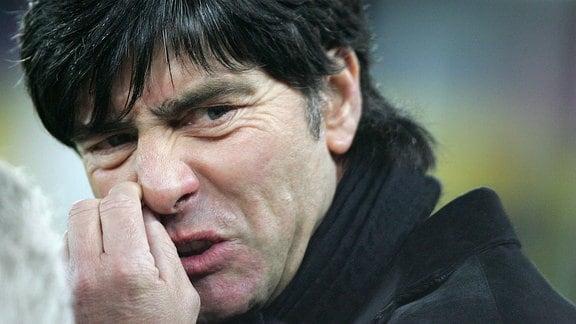 Bundestrainer Joachim Löw 2008 enttäuscht