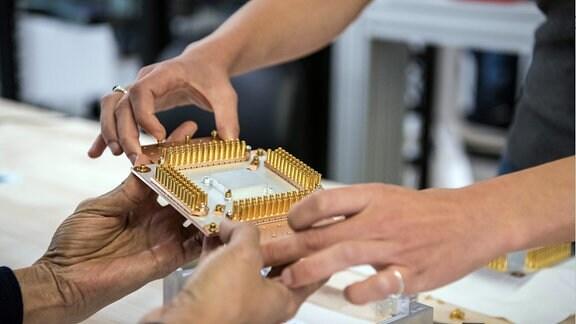 Sycamore-Chip mit 54 Qubits für Quantencomputer