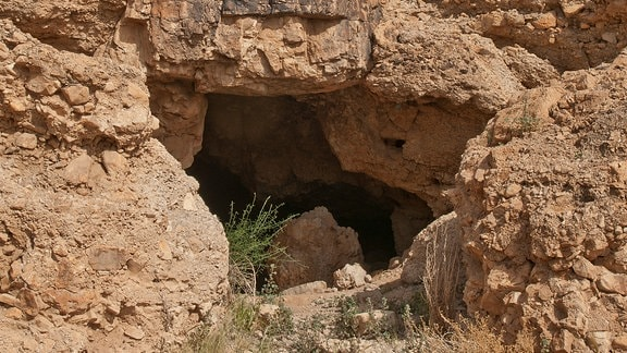 Eingang zu einer Felsenhöhle