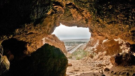 Blick aus einer Felsenhöhle