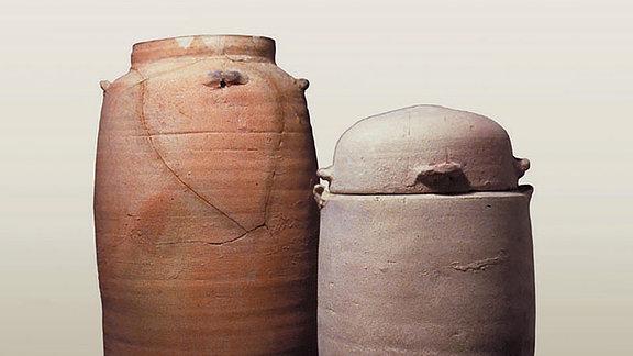 Antike Tongefäße