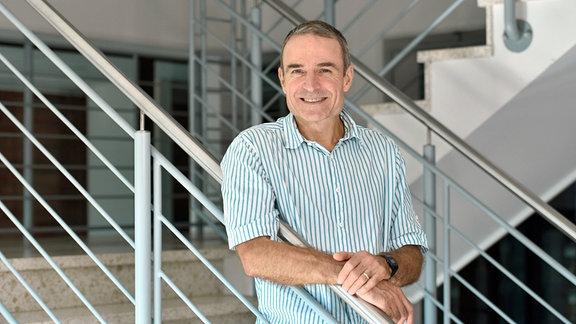 Prof. Robert Paxton