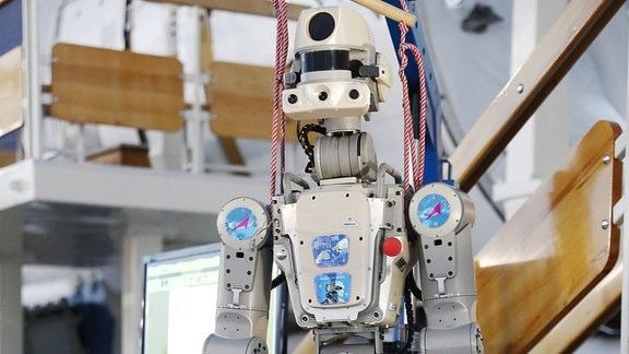Roboter-Maschine in Form eines Menschen