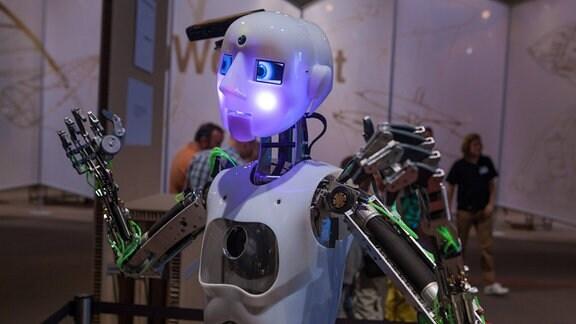 humanoider Roboter mit künstlichen Muskeln