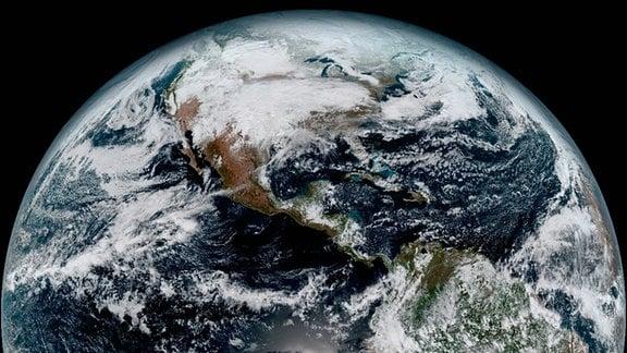 Die Erde aus rund 36.000 Kilometern Entfernung