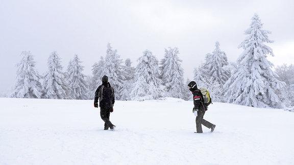 Zwei Schneewanderer unterwegs