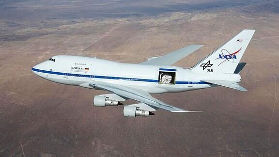 Das Teleskop SOFIA an Bord eines umgebauten Jumbojets Boeing 747.