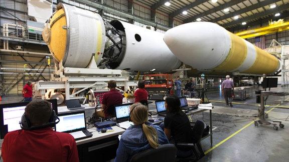 Die Rakete Delta IV Heavy und Parker Solar Probe werden für den Start vorbereitet.