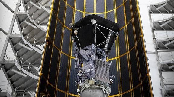 Vorbereitung zum Start in die Sonne - Parker Solar Probe in der Innansicht.