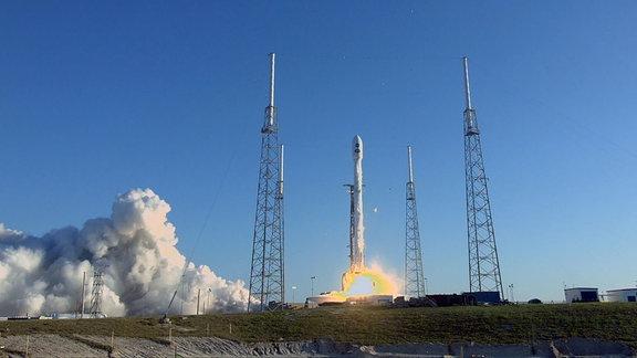 Start einer SpaceX Falcon 9 Rakete mit NASA-Weltrauteleskop TESS