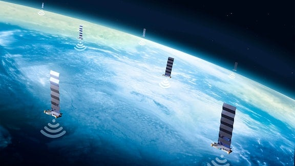 Illustration: Ausschnitt Erde, Sicht aus Weltraum, mit kleinen schwebenden Satelliten – Kästchen mit nur einem Sonnensegel – und jeweils einem Funkwellen-Symbol.