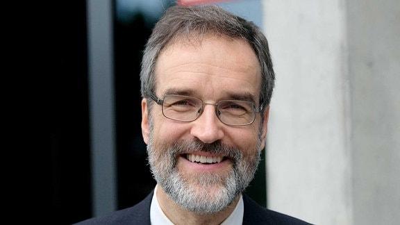 Prof. Dr. Stefan Treue Direktor des Deutschen Primatenzentrums Festakt 40 Jahre Deutsches Primatenzentrum Göttingen.