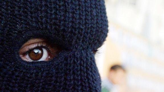 Maskierter militanter Palästinenser der Abu al-Reesh Gruppe während einer antiisraelischen Demonstration der Al-Fatah in Khan Yunis - Gazastreifen.