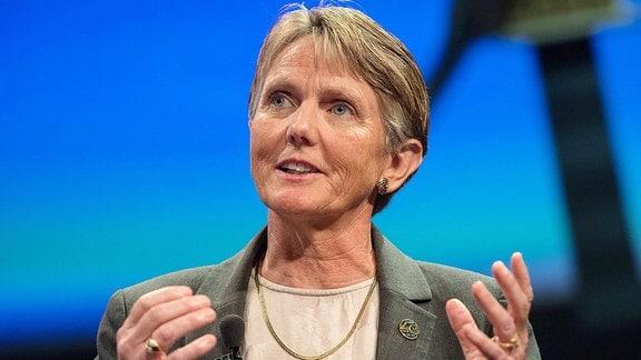 Suzanne Dodd, Voyager Managerin