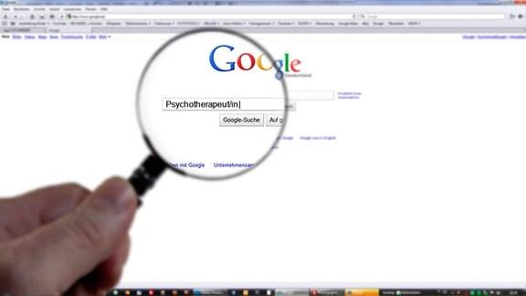 Symbolbild - Googlesuche mit Psychotherapeut/in im Suchfeld