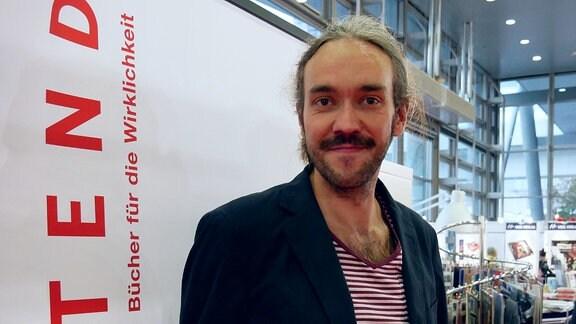 Journalist und Buchautor Timo Reuter im Portrait.