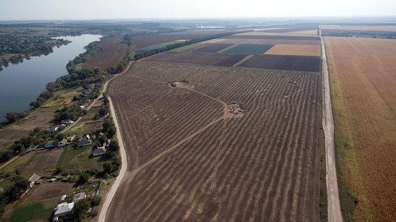 Luftbild des 200 Hektar großen Siedlungsareals der Tripolye mega-site Maidanetske mit Grabungsflächen