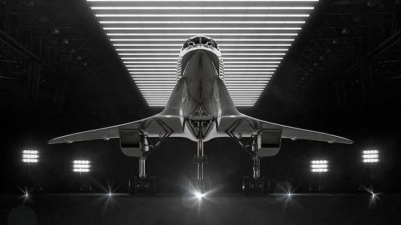 Ein Flugzeug von der Unterseite.