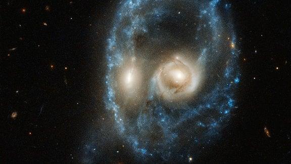 Dieses Hubble-Bild zeigt ein kosmisches Gesicht