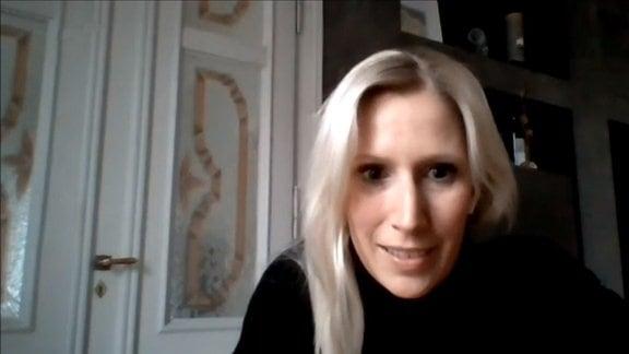 Eine blonde Frau